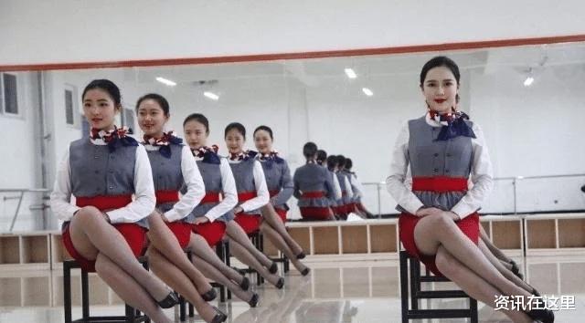 日本空姐為什麼坐下的時候都是斜著腿坐?今天總算明白瞭-圖3