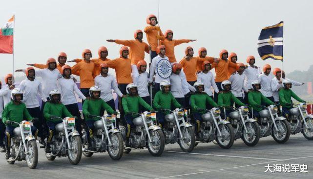 """印度閱兵儀式上,連奧巴馬都沒忍住""""笑場"""",網友:想不笑太難瞭-圖3"""