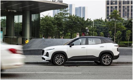 新寶駿的SUV贏瞭,一身科技,可自動駕駛,比瑞虎5x好才8萬-圖3
