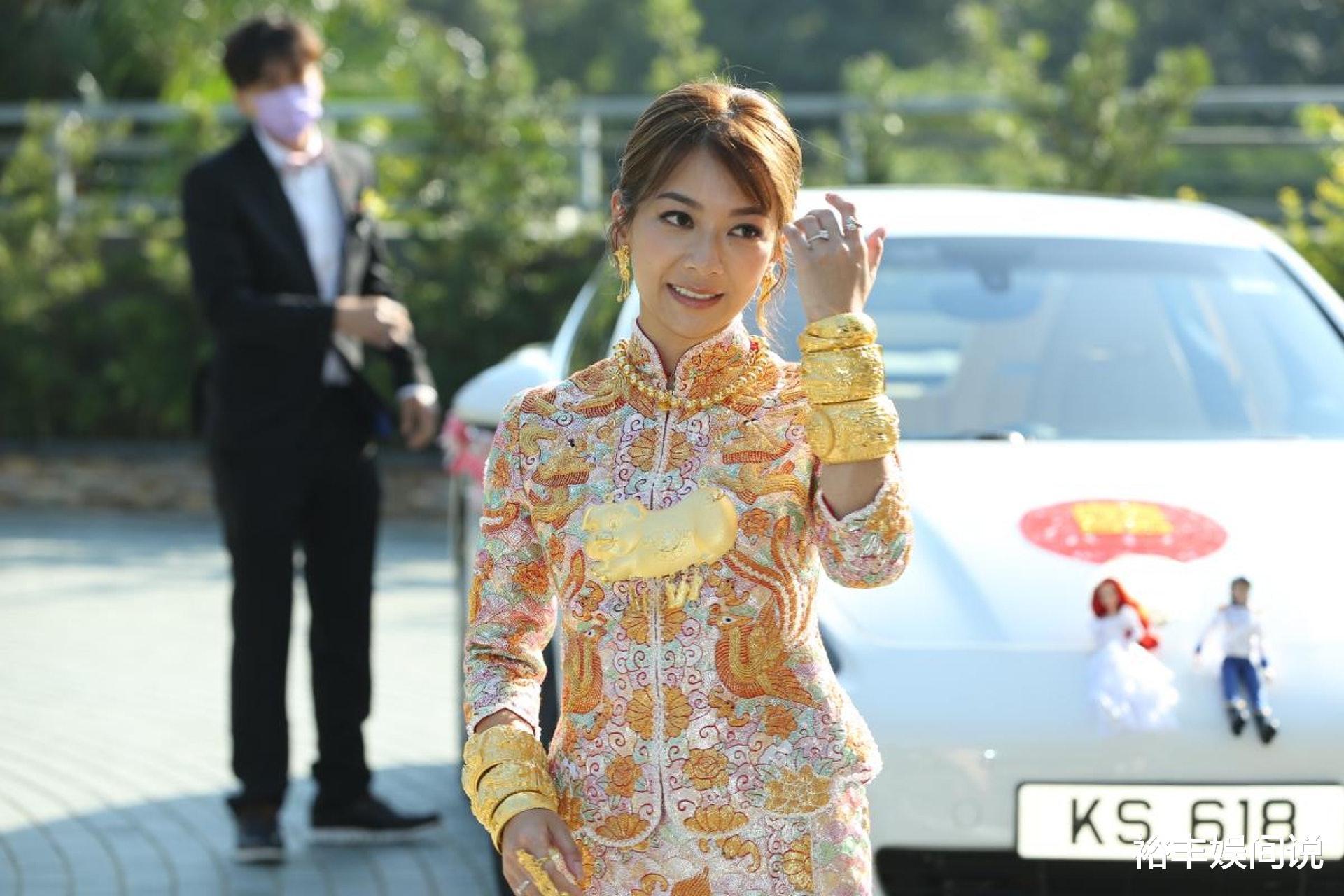 恭喜!TVB小花何雁詩今日出嫁,戴三對大龍鳳鐲,頸掛一隻大金豬-圖5