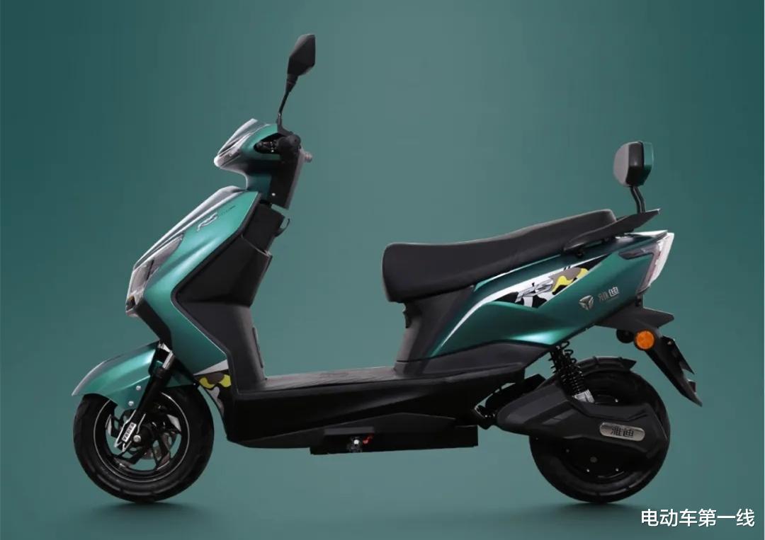 雅迪又推出一款電動車銳速,配備1200W電機,72V容量電池!-圖2