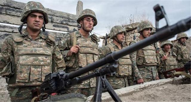調停失敗!阿塞拜疆第二大城市遭襲,大批火箭彈擊中市中心大樓-圖4