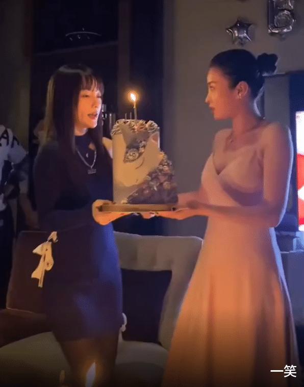 李小璐為好閨蜜慶生,暖心為閨蜜手捧蛋糕,閨蜜意外撞臉馬蘇-圖4