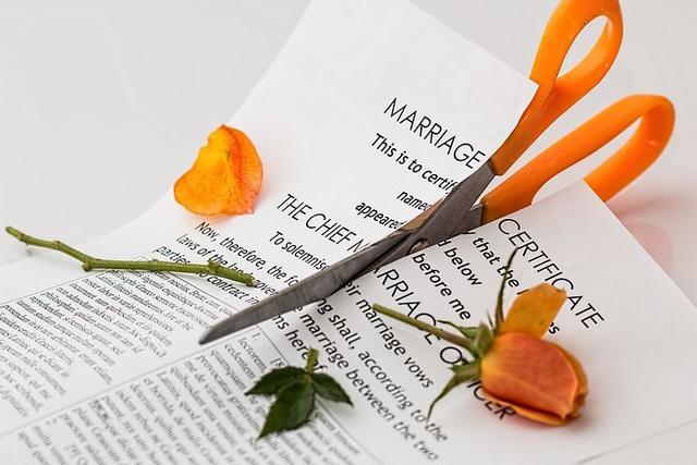 """""""我怎麼嫁瞭你這樣一個男人"""",如願以償離婚後,她毀斷瞭腸-圖4"""