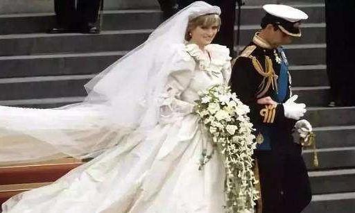 查爾斯兩次婚禮的表情對比:戴安娜是任務,卡米拉是真愛-圖2