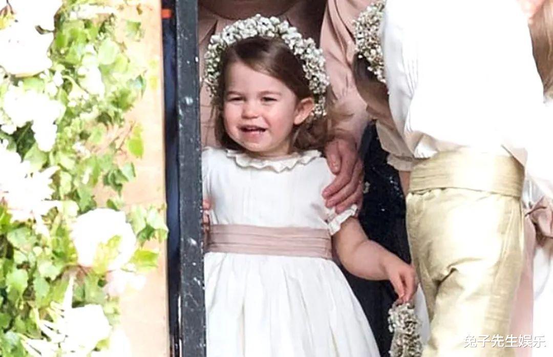 梅根利用5歲夏洛特的地位,說服哈裡遠走他鄉,小公主招誰惹誰瞭-圖5
