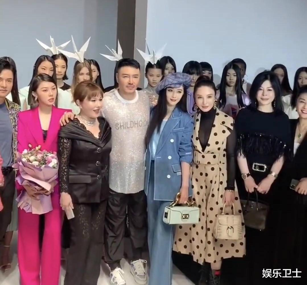 范冰冰參加上海時裝周,被特殊照顧顯大花身份,與馬蘇同框全程避嫌無交流-圖7