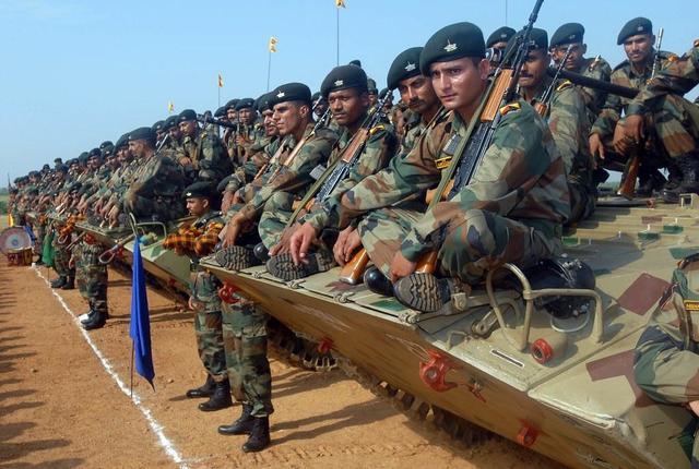 印度該醒醒瞭!忙著向邊境不斷增兵,自傢後院卻突然起火瞭-圖2