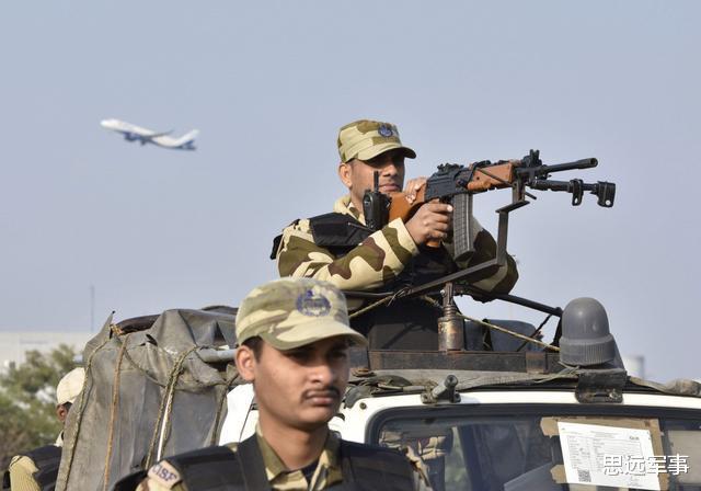 凌晨戰鬥突然爆發,印度三軍緊急趕赴克什米爾,猛烈交火打死5人-圖3