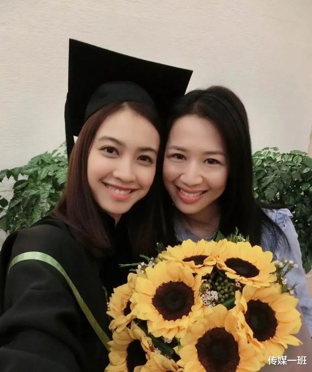 港姐清流朱千雪:看淡娛樂圈浮華,跳槽當律師,嫁給青梅竹馬-圖8
