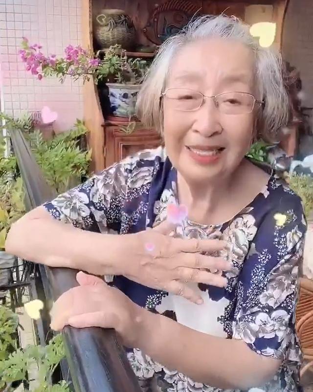 老戲骨彭玉86歲頭發全白,臉消瘦一半引擔憂!牛莉洪劍濤叫她老媽-圖4