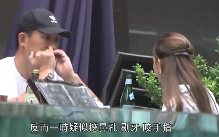 魏駿傑前妻穿深V短裙化身交際花,無縫銜接約3男喝酒熱聊-圖8
