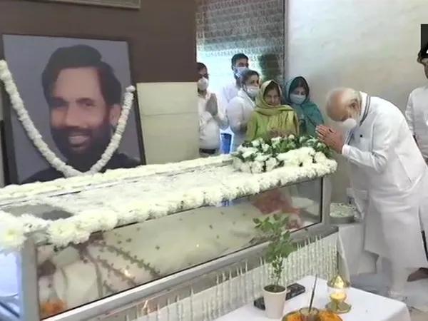 印度唯一賤民部長死亡,莫迪為其舉行隆重國葬,激怒大財閥和軍方-圖4