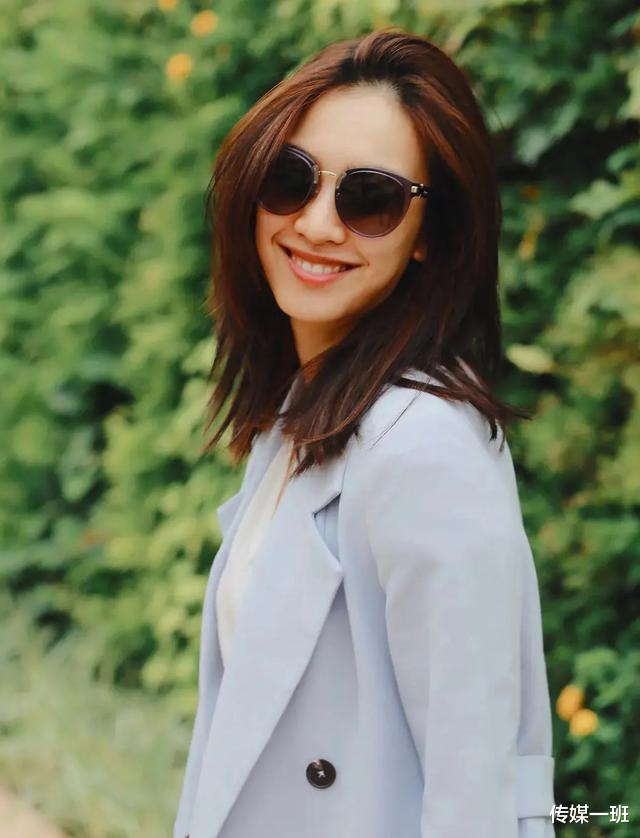 港姐清流朱千雪:看淡娛樂圈浮華,跳槽當律師,嫁給青梅竹馬-圖10