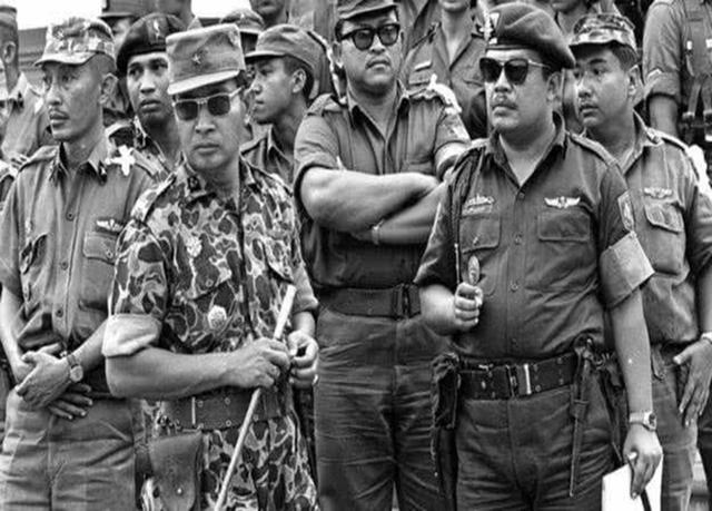 1965年印尼排華事件,30萬人遇害,我僑民頭顱被掛路旁示眾-圖5
