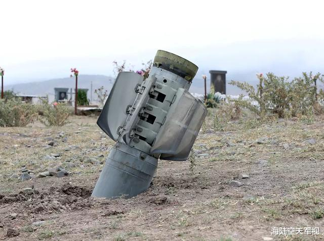 一百枚火箭炮洗地,亞美尼亞教堂被擊中開大孔,俄羅斯記者被擊中-圖4