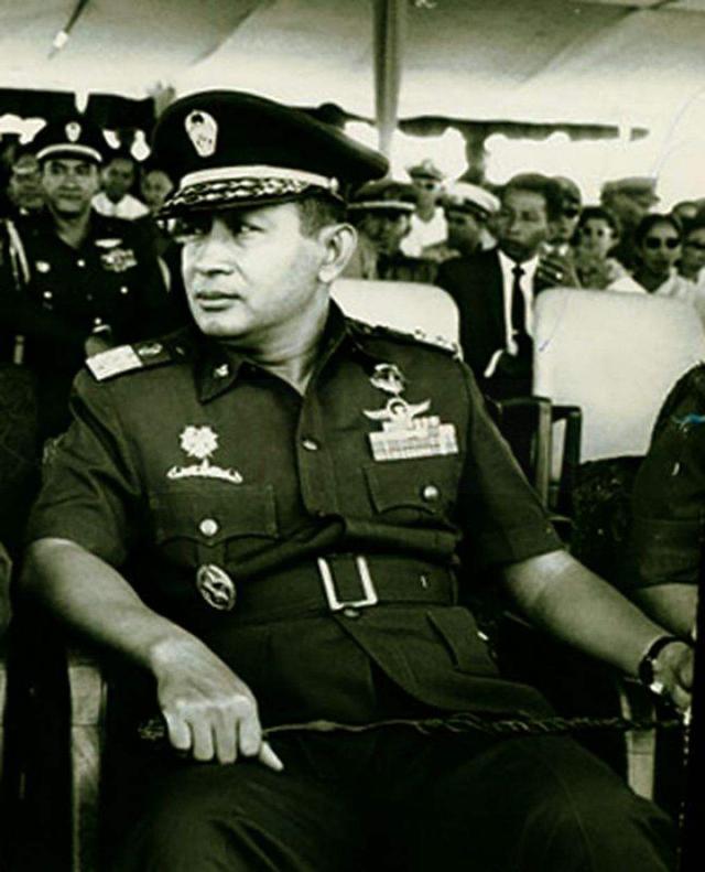 1965年印尼排華事件,30萬人遇害,我僑民頭顱被掛路旁示眾-圖4