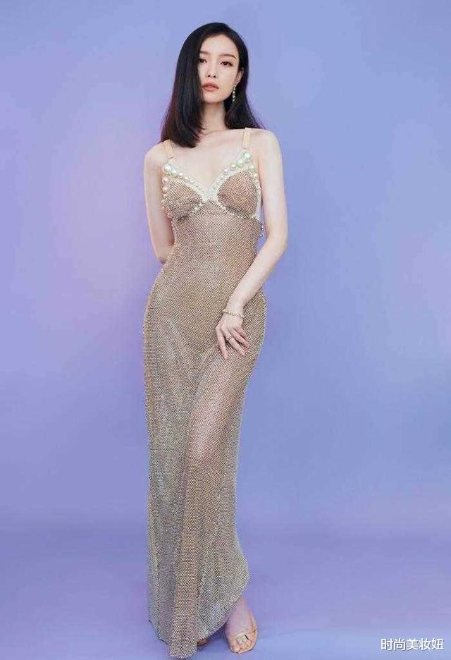 倪妮的美讓人移不開眼,穿珍珠魚尾裙優雅迷人,腰臀比太驚艷-圖4