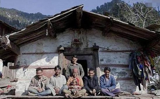 當年嫁到印度給五兄弟當妻子的女孩,一人照顧全傢人,生活怎麼樣-圖3