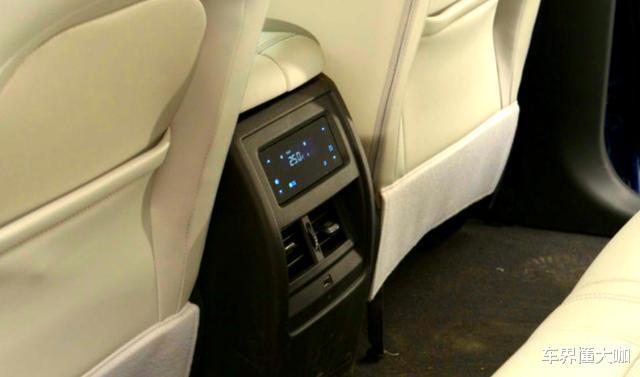 頂配也才14.96萬!菱形真皮打孔座椅配加熱、按摩和腿托,車內配有四塊屏-圖8