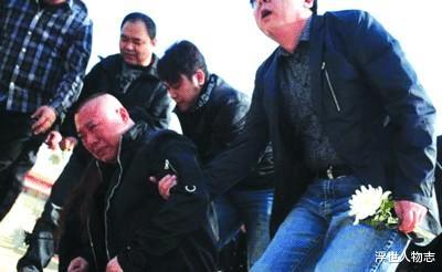 2004年,侯耀文為什麼在一片反對聲中收郭德綱為徒?-圖10