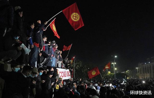 又一亞洲國傢突發暴亂,士兵開槍鎮壓,100多人受傷-圖3