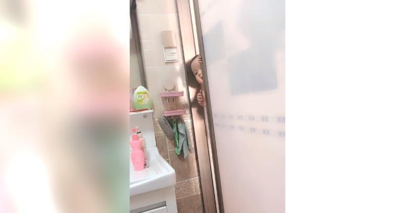 赛尔号什么时候出的_宝妈正在上厕所,宝宝也跟着进来了,网友:宝宝太可爱了吧!-第2张图片-游戏摸鱼怪