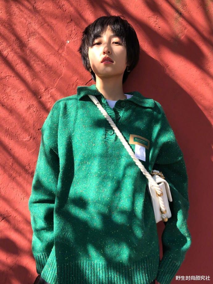 李沁出遊穿得好隨意,基礎款都能穿出時尚高級感,配色舒服又耐看-圖6