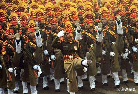 """印度閱兵儀式上,連奧巴馬都沒忍住""""笑場"""",網友:想不笑太難瞭-圖4"""