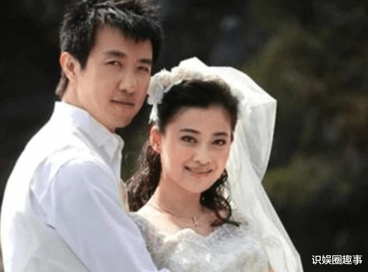 梅婷養他六年,李小冉為他懷孕兩次,他卻轉身娶了小十五歲的美人
