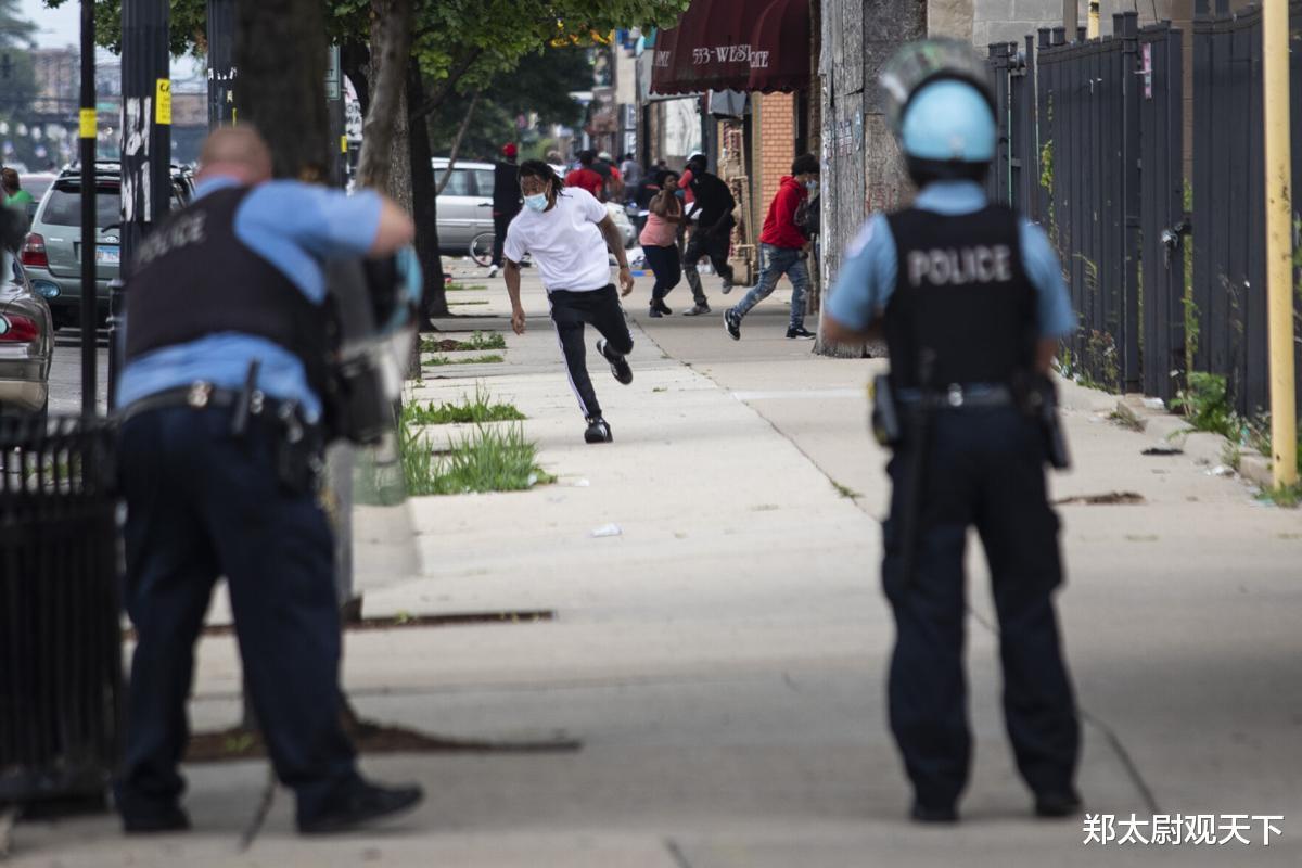美國30個黑幫聯合,專門射殺向民眾開槍警察!第五大城市要亂套!-圖3