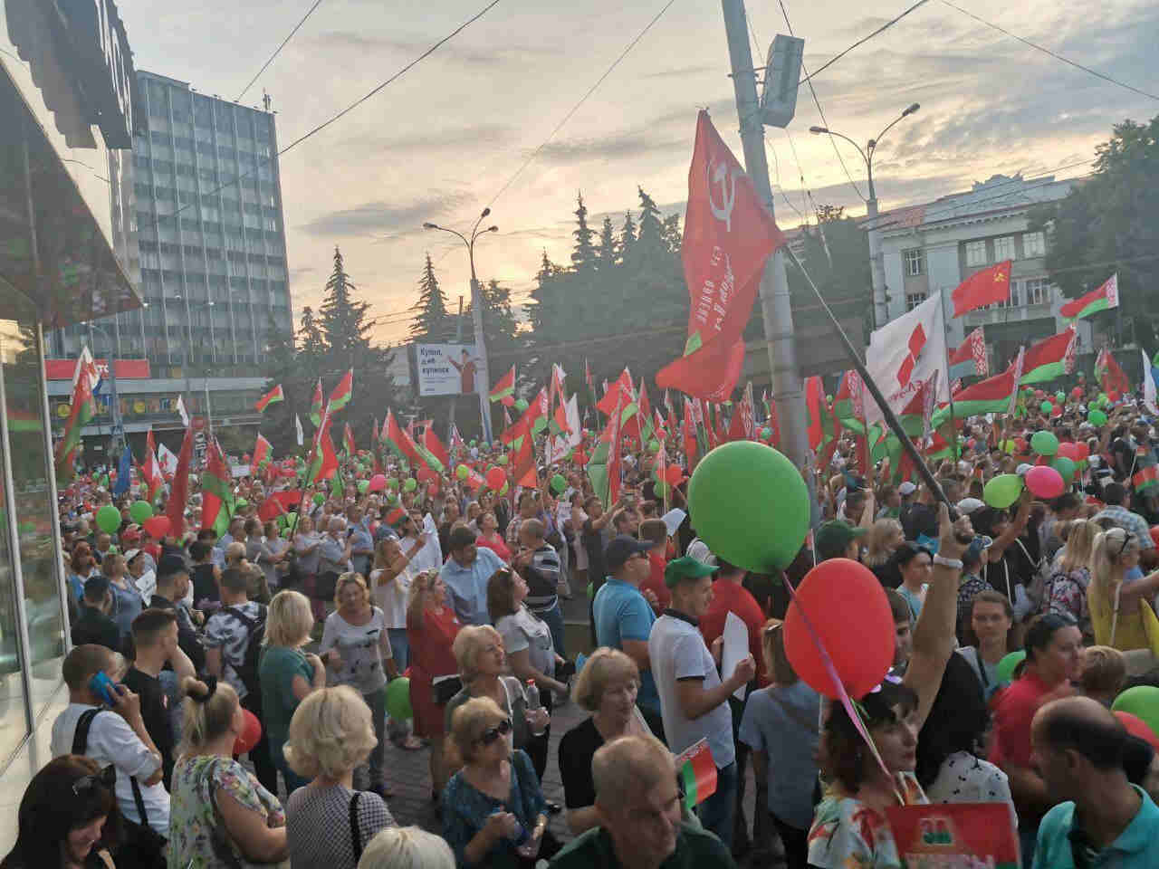 不能放任國傢分裂,盧卡申科的大批支持者,開始上街瞭-圖4