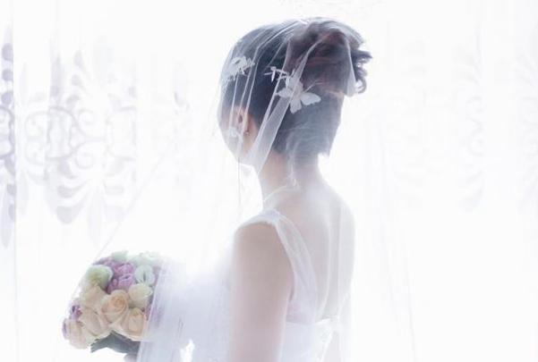 婆婆在婚禮上耍小聰明,新娘怒撕頭紗:不嫁瞭-圖2