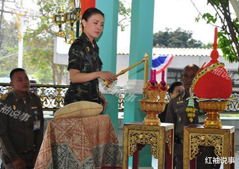 西拉米軍裝照美翻瞭,一顰一笑驚艷時光,不愧是泰國最美王妃-圖4