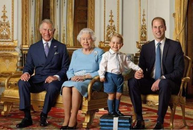 英國女王年輕時有多迷人?丈夫不準她獨自出門,放棄王位伴她左右-圖9