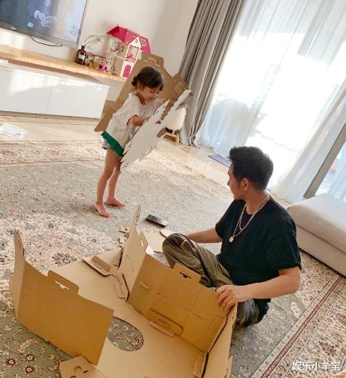 陳浩民搬離房租14萬港幣的房子,疑養不起一傢6口,老婆開直播掙錢-圖2
