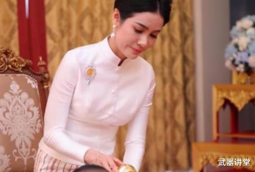溫文爾雅都是裝的?泰國貴妃1443張大尺度照曝光,網友:太奔放-圖2