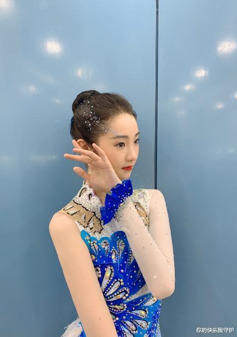 張藝凡穿無袖體操服,當她抬胳膊,看清腋窩:妹妹是珍珠做的嗎?-圖3