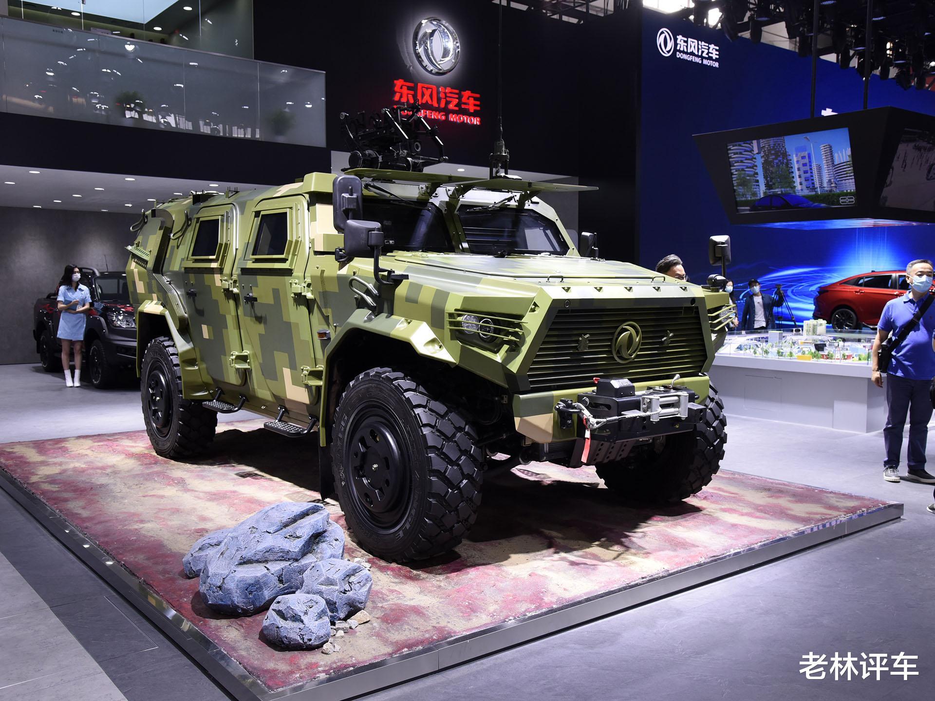 為瞭引起關註,東風直接把一輛4噸的軍用猛士擺上瞭北京車展展臺-圖2