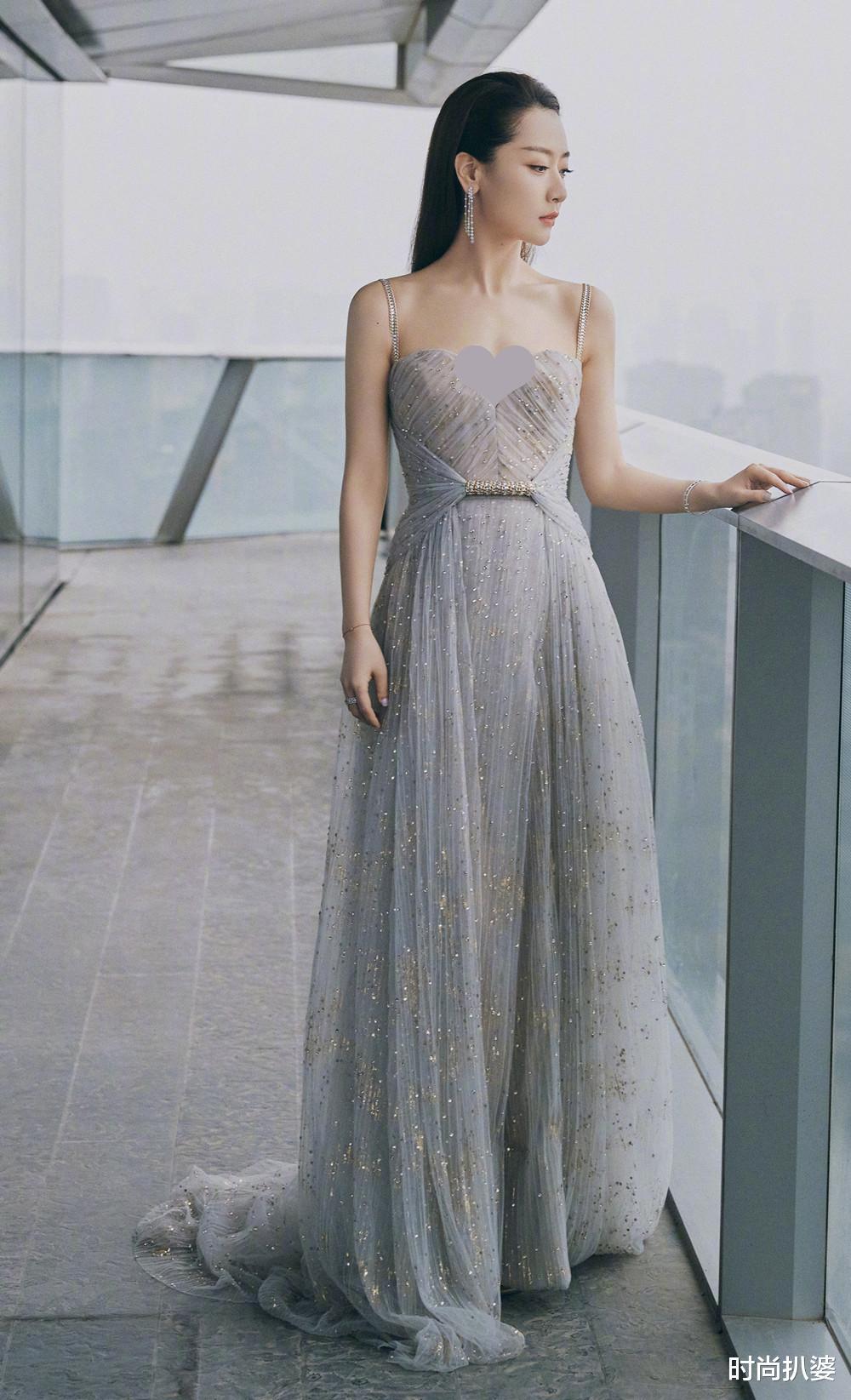 紅毯造型,49歲閆妮秀身材卻被妝容扣分,袁姍姍挑戰熱巴同系列人魚裙翻車-圖5