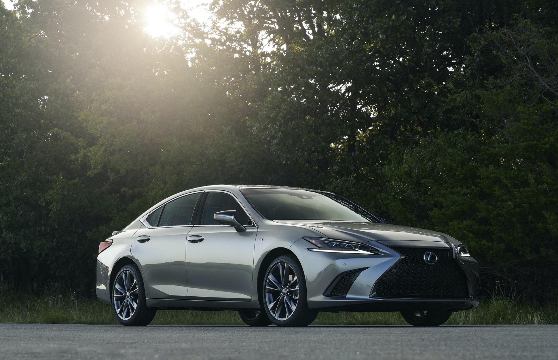 豐田又一豪車來襲,車長近5米,2.5L自吸發動機配四驅,油耗6.3L-圖2