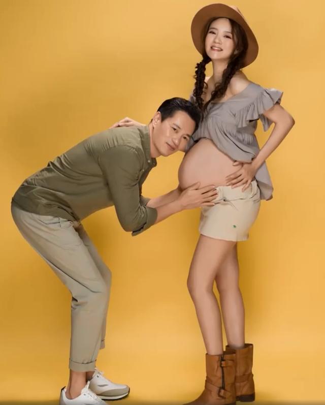 安以軒曬孕肚照身材超火辣,老公抱兒子出鏡,兩人深情熱吻太幸福-圖2