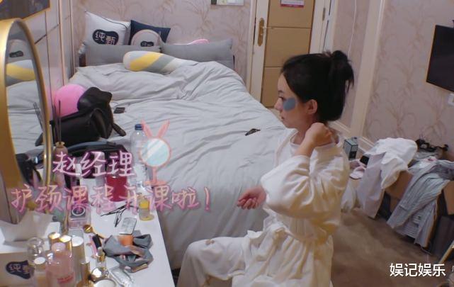 趙麗穎清晨保養頗嚴謹,素顏模樣很減齡,桌上護膚品接地氣-圖3