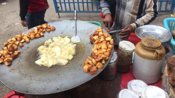 """看过印度人吃的""""美食"""",才明白啥叫卖相差,难怪很多人不敢吃"""