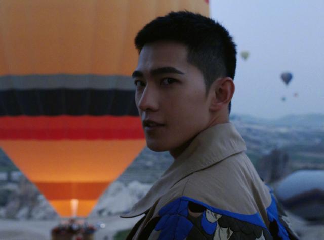 羅雲熙和楊洋新劇穿校服,一個32歲,一個29歲,誰更有少年感-圖5
