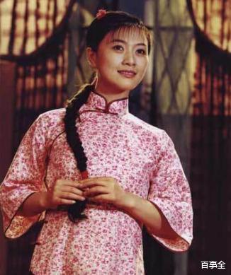 44歲女神田海蓉越老越年輕,抹胸裙彰顯凹凸好身材,美成公主-圖2