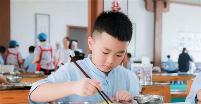 贺兰山的魂_带6岁儿子参加同学聚会,回到家却发现被移出群聊,网友:不冤-第2张图片-游戏摸鱼怪