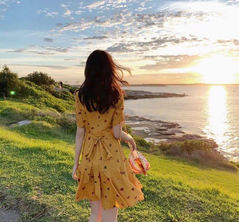 """最近這條""""淡黃的長裙""""突然就火起來了,女明星都在穿它!"""