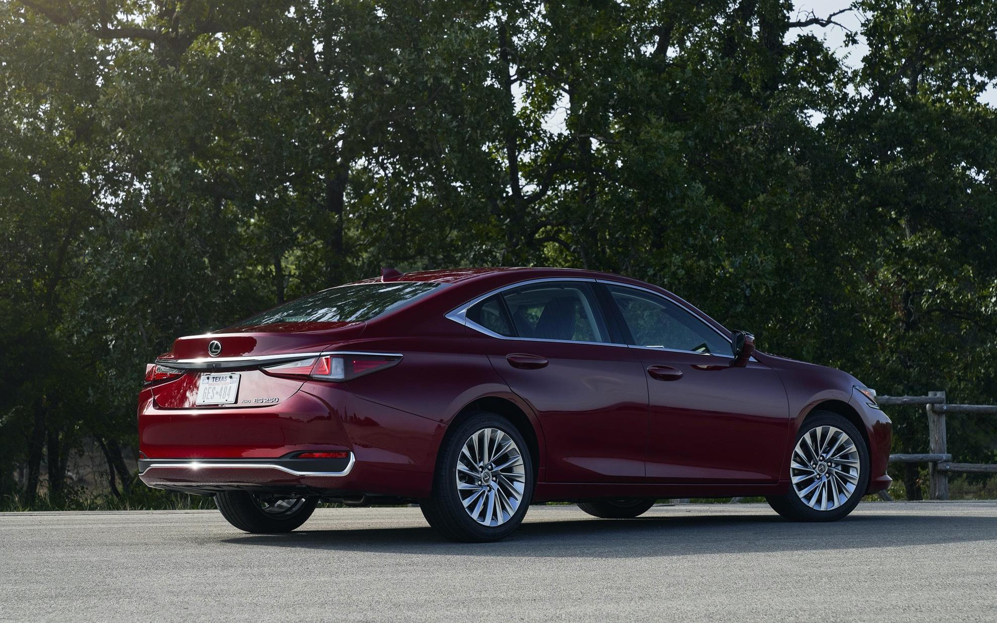 豐田又一豪車來襲,車長近5米,2.5L自吸發動機配四驅,油耗6.3L-圖7