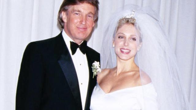 特朗普56歲前妻嫩如少女,吊帶裙黑裙盡顯性感,梅拉尼婭輸瞭-圖2